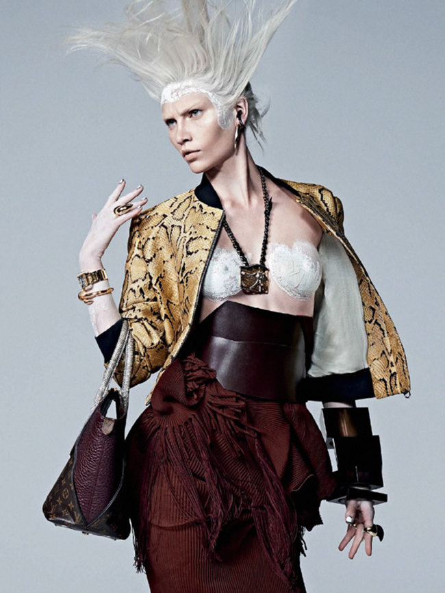 VOGUE BRAZIL Aline Weber in Guerreira Urbana by Zee Nunes. Pedro Sales, April 2014, www.imageamplified.com, Image Amplified (6)