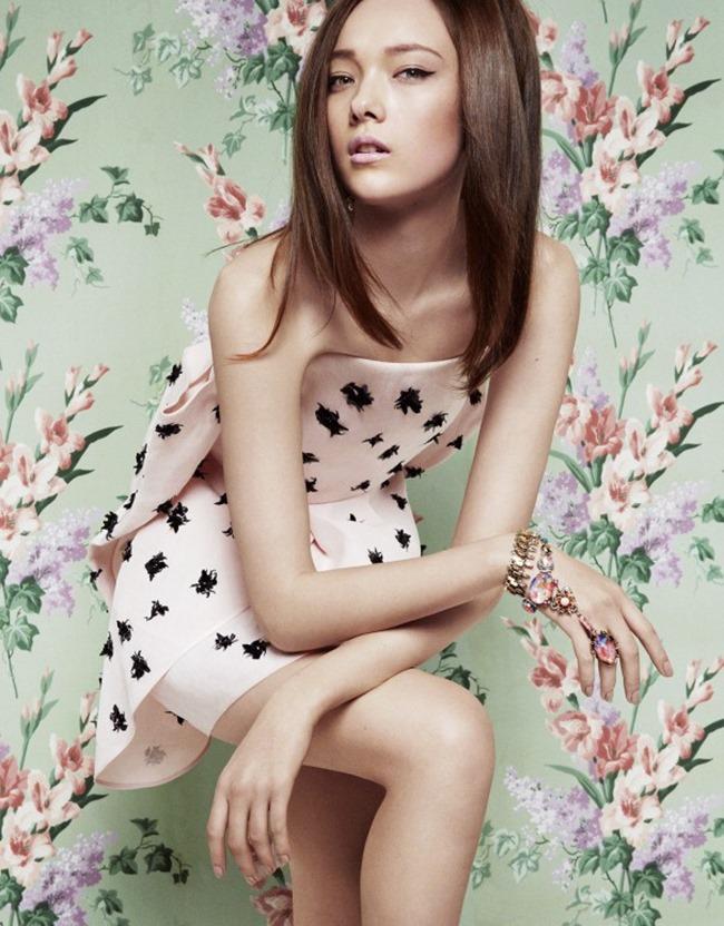 VOGUE CHINA Yumi Lambert in A Twist of Pink by Greg Kadel. Bobette Cohn, March 2014, www.imageamplified.com, Image Amplified (1)