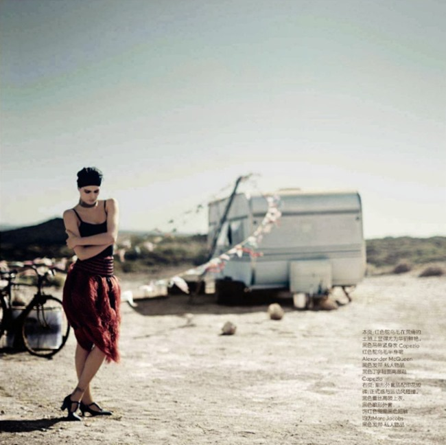 VOGUE CHINA Isabeli Fontana in Desert Song by Boo George. Beat Bollinger, April 2014, www.imageamplified.com, Image Amplified (4)