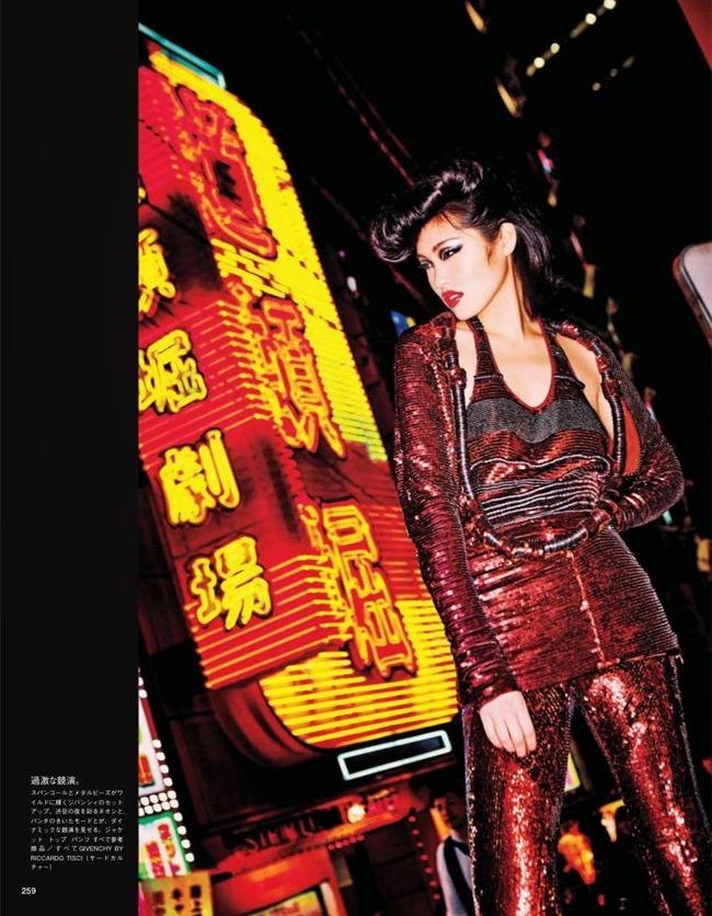 VOGUE JAPAN Tokyo Neon Girls by Ellen von Unwerth. Elizabeth Sulcer, July 2014, www.imageamplified.com, Image amplified (11)