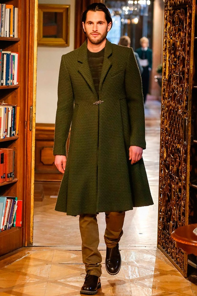 COLLECTION Chanel Metiers d'art Pre-Fall 2015. www.imageamplified.com, Image Amplified (4)