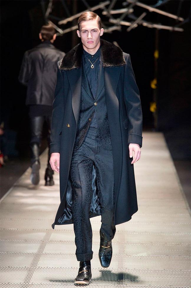 MILAN FASHION WEEK Versace Fall 2015. www.imageamplified.com, Image Amplified (12)