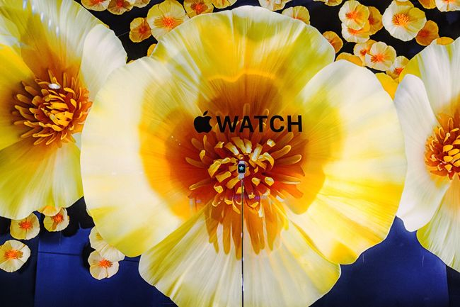 FASHION UPDATE: Apple Watch Takes over Selfridge Windows on Oxford Street. Image Amplified www.imageamplified.com
