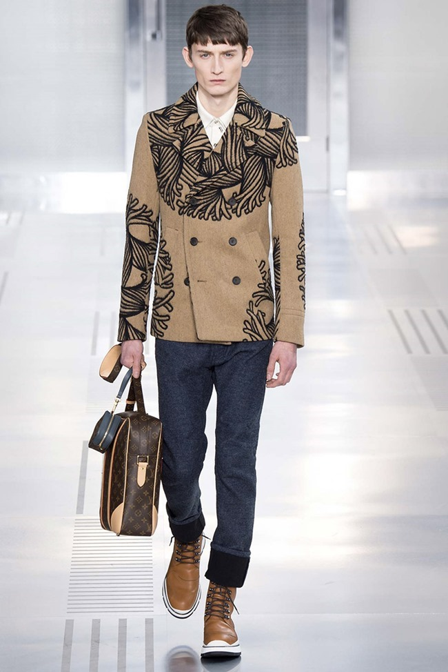 PARIS FASHION WEEK Louis Vuitton Fall 2015. www.imageamplified.com, Image Amplified (1)