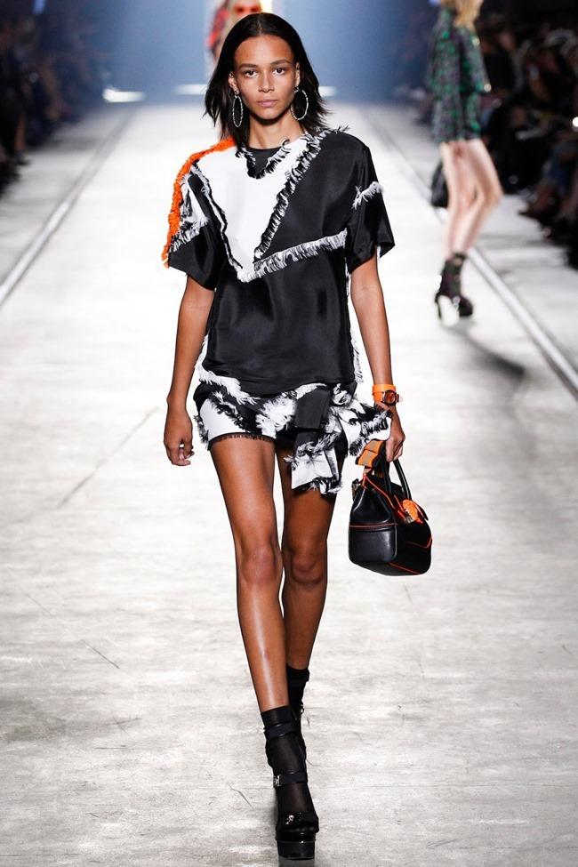 MILAN FASHION WEEK Versace Spring 2016. www.imageamplified.com, Image Amplified (36)