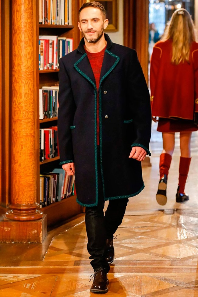 COLLECTION Chanel Metiers d'art Pre-Fall 2015. www.imageamplified.com, Image Amplified (2)