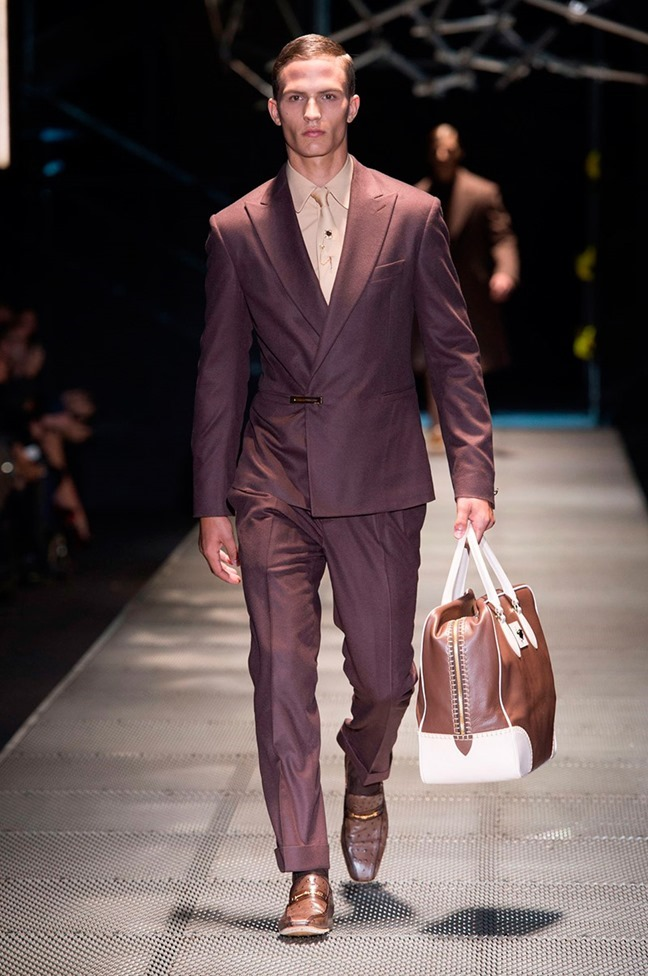 MILAN FASHION WEEK Versace Fall 2015. www.imageamplified.com, Image Amplified (1)