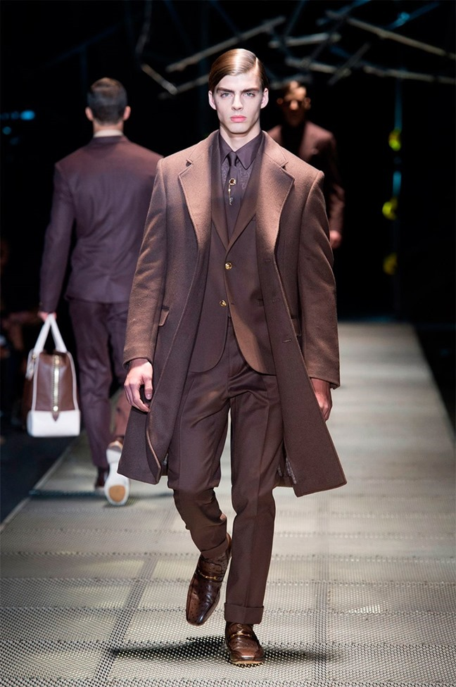 MILAN FASHION WEEK Versace Fall 2015. www.imageamplified.com, Image Amplified (2)