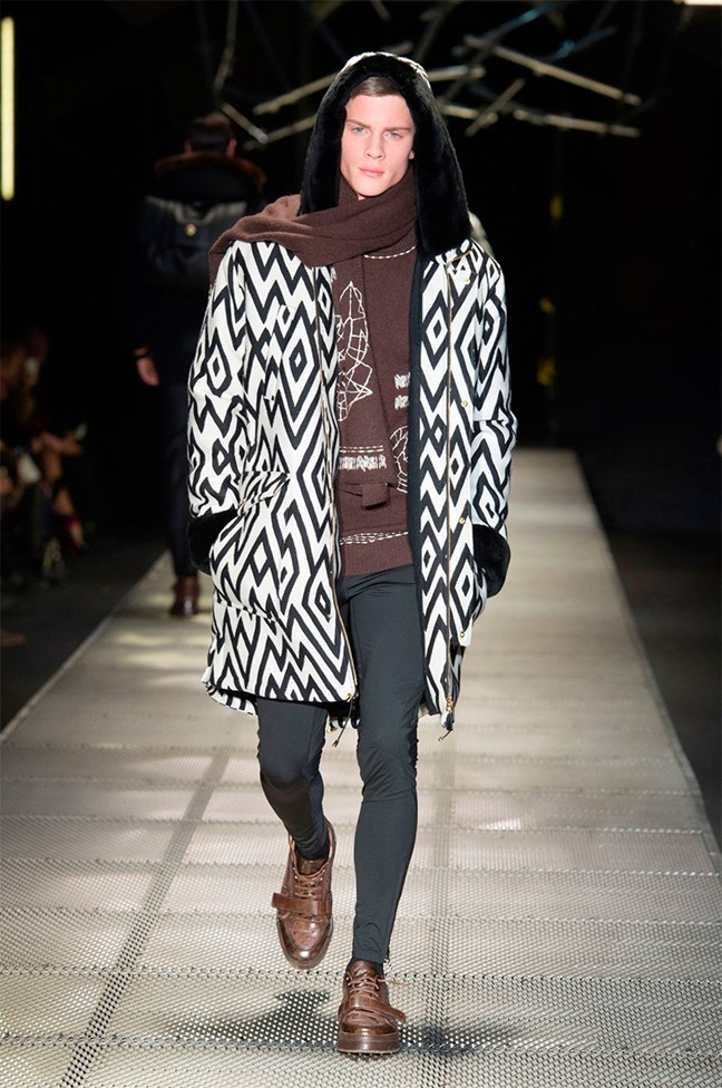 MILAN FASHION WEEK Versace Fall 2015. www.imageamplified.com, Image Amplified (15)