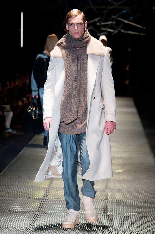 MILAN FASHION WEEK Versace Fall 2015. www.imageamplified.com, Image Amplified (19)