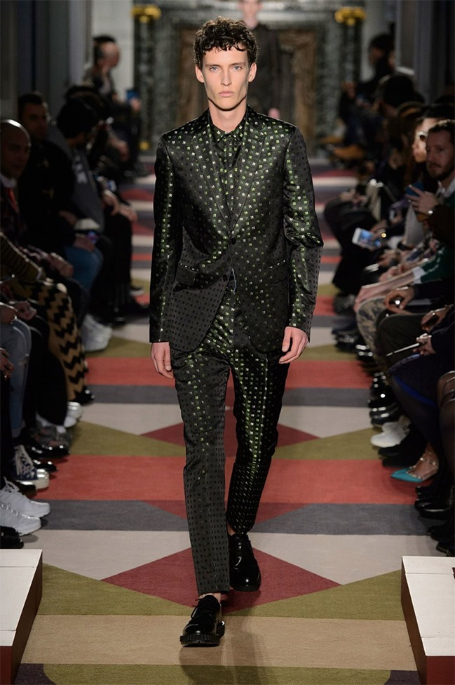 PARIS FASHION WEEK Valentino Fall 2015. www.imageamplified.com, Image Amplified (52)