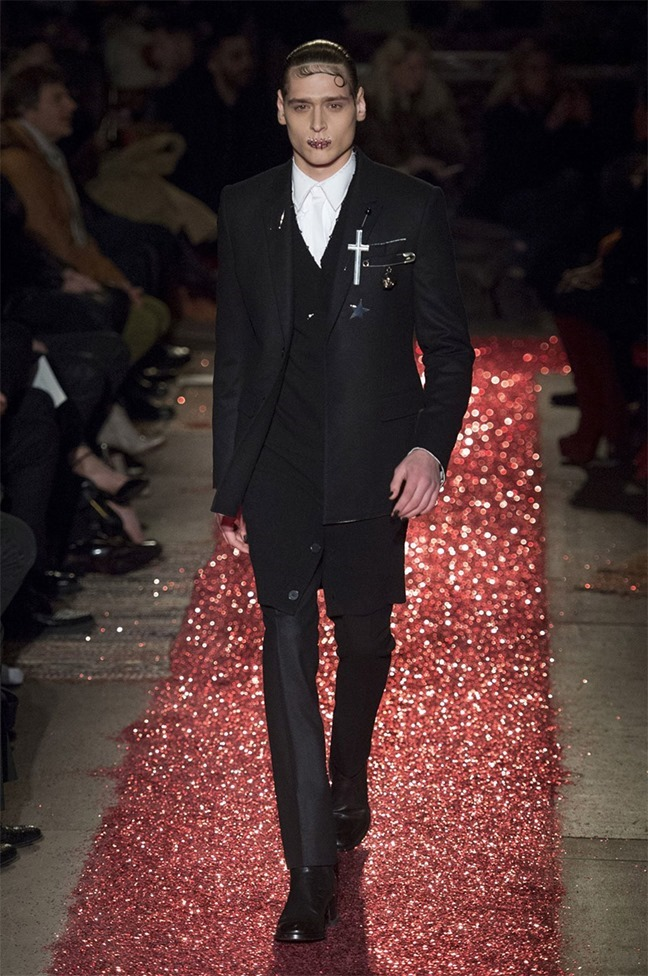 PARIS FASHION WEEK Givenchy Fall 2015. www.imageamplified.com, Image amplified (13)