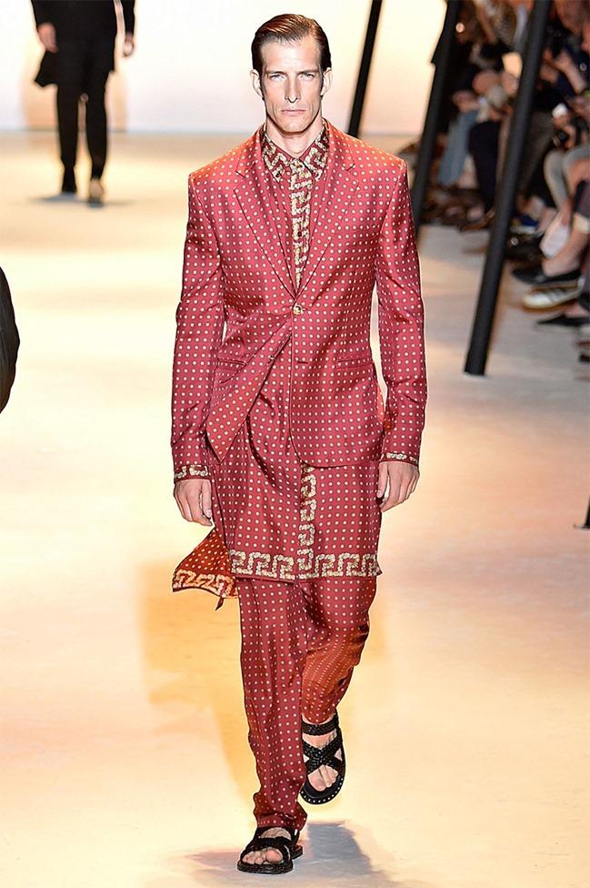 MILAN FASHION WEEK Versace Spring 2016. www.imageamplified.com, Image Amplified (2)