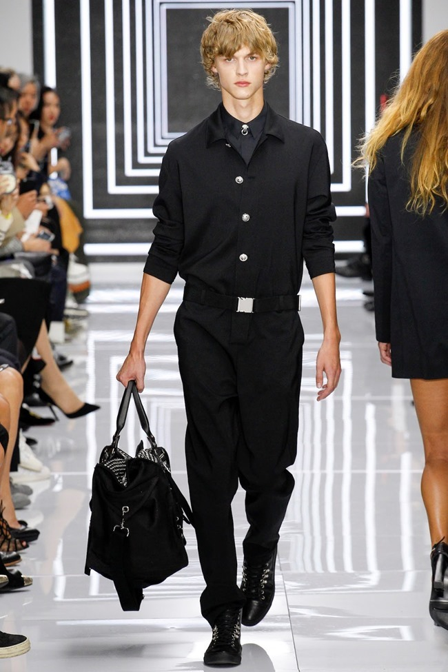 LONDON FASHION WEEK Versus Versace Spring 2016. www.imageamplified.com, Image Amplified (12)