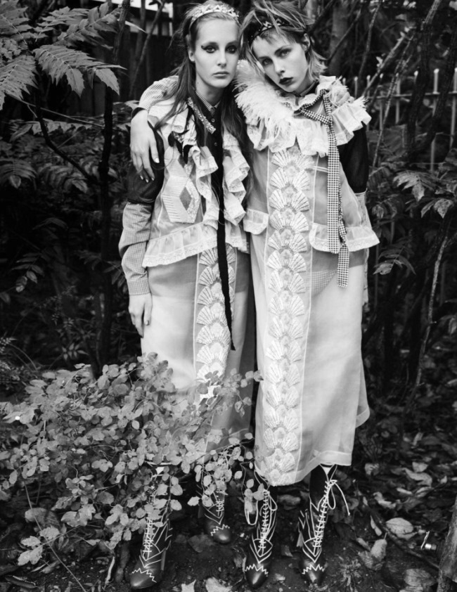 VOGUE UK Edie Campbell & Olympia Campbell by Mario Testino. Lucinda Chambers, March 2016, www.imageamplified.com, image Amplified (8)